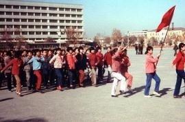 """Studenti di etnia Han """"allineati"""" con la dottrina del Partito (foto di Meridianionline)"""