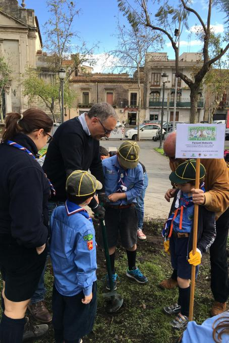 Giovanissimi scout all'opera