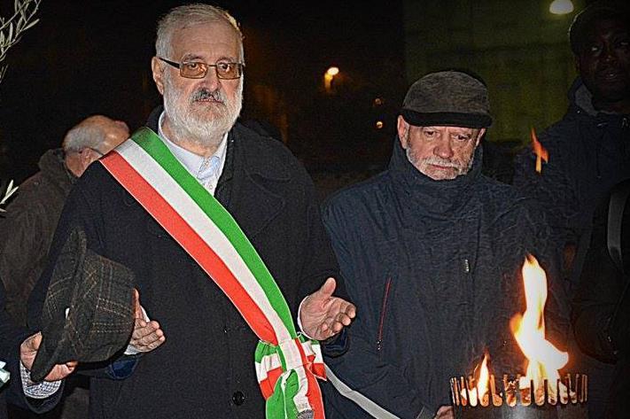 """Il sindaco Massimiliano Chiodo e il presidente della sezione """"Anpi"""" Antonio Chiodo durante la cerimonia."""