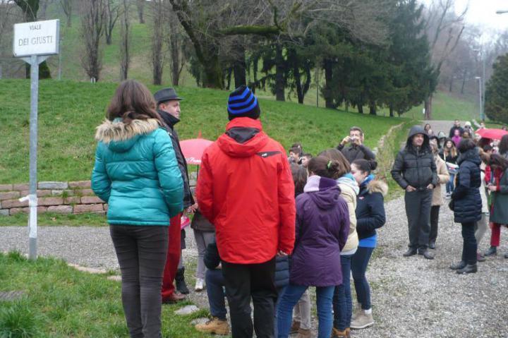 I ragazzi arrivano al Giardino con il regista Francesco Di Maggio