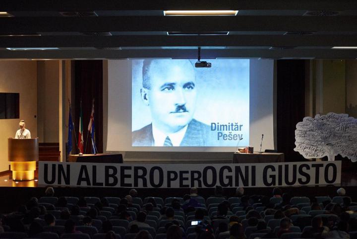 """La lettura di alcuni passi da """"L'uomo che fermò Hitler"""", di Gabriele Nissim, sulla figura di Dimitar Peshev"""