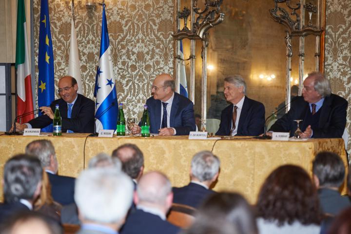 Michele Valensise, Segretario generale della Farnesina, Gabriele Nissim, Ferruccio de Bortoli e Antonio Ferrari