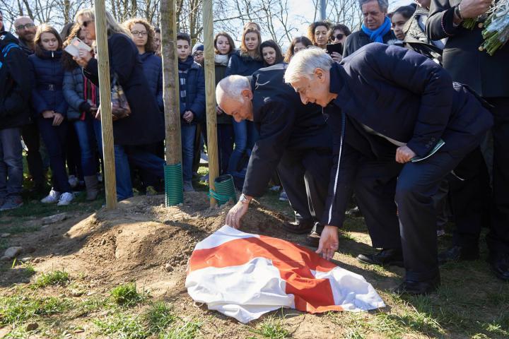 Il sindaco Pisapia scopre il cippo dedicato a Gelal Bey insieme a Pietro Kuciukian