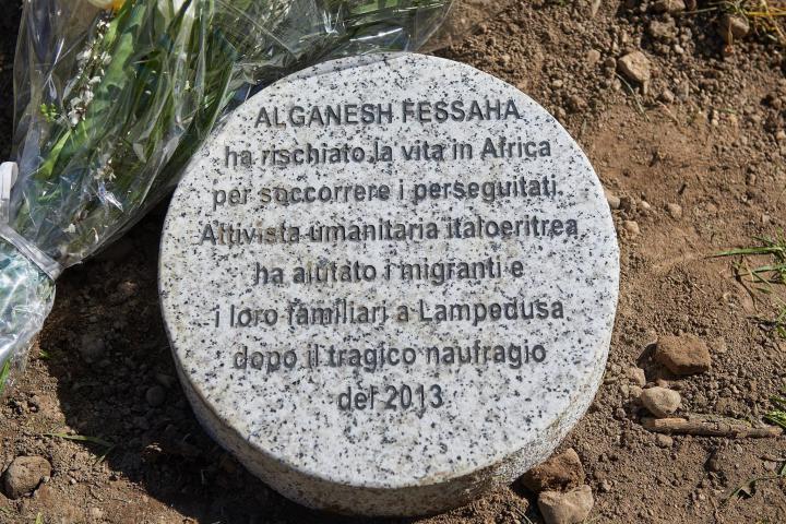 Il cippo dedicato ad Alganesh Fessaha