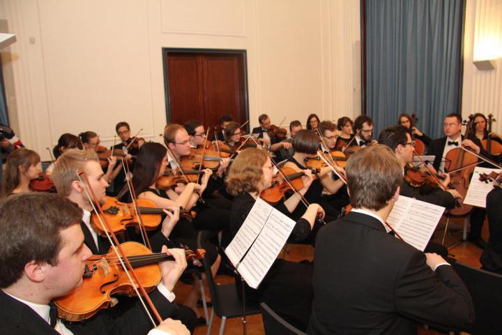 Orchestra dell'Università Carolina diretta da Haig Utidjian