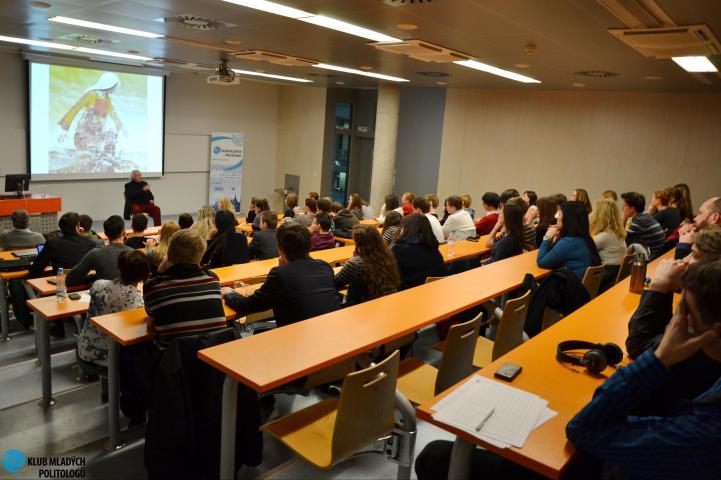 Antonio Ferrari durante il seminario all'Università VSE di Praga