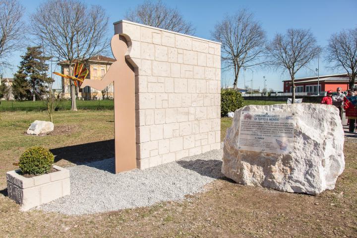 Il monumento dell'artista Michele Della Maestra