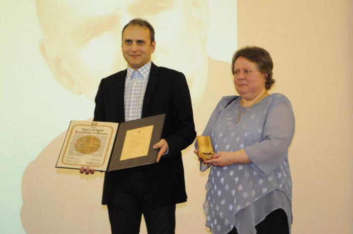 Miklos Zima e sua sorella ricevono il riconoscimento di Giusto tra le Nazioni per Emanuel