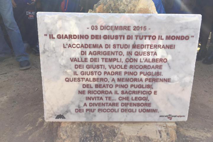 La lastra dedicata a Don Pino Puglisi