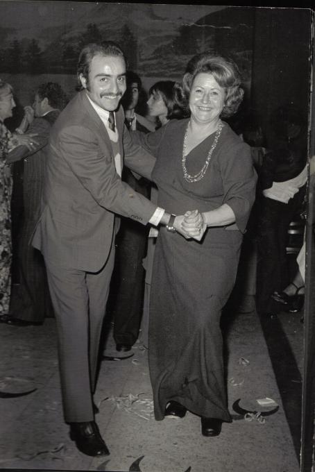 Azucena nel 1976 con suo figlio Néstor che scomparirà quello stesso anno