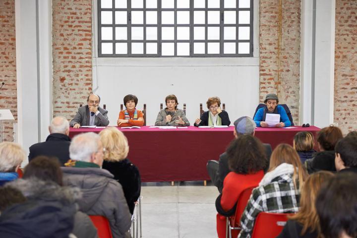 Da sinistra: Giorgio Mortara, delegato UCEI; Maria Teresa Grassi, archeologa; Paola Bocci, Presidente Commissione Cultura Moda e Design del Comune di Milano; Anna Maria Samuelli, comitato didattico Gariwo; Wally  di Orticanoodles