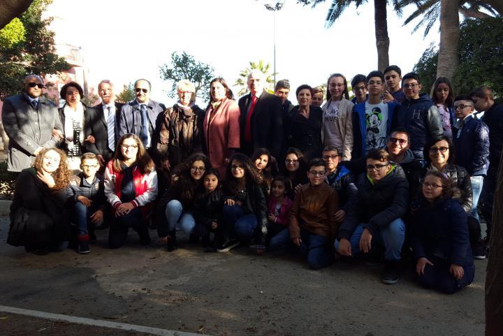 Ulianova Radice, direttore di Gariwo, accolta dalle autorità, insieme a insegnanti e studenti