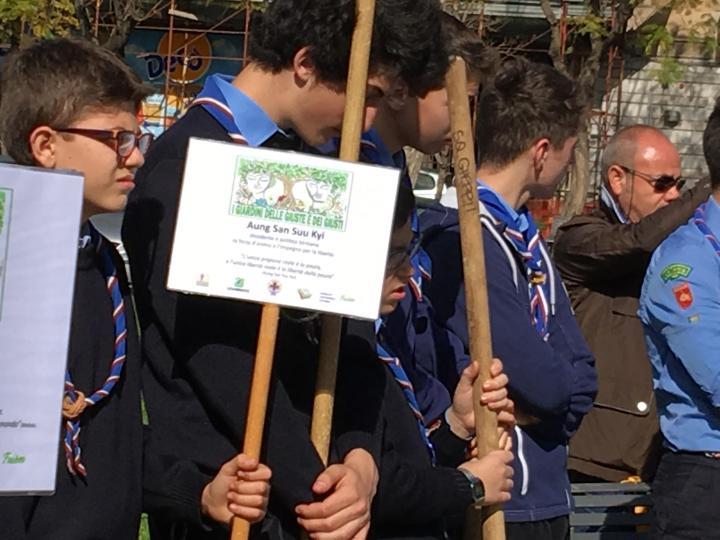 Gli scout prendono esempio da Aung San Suu Kyi