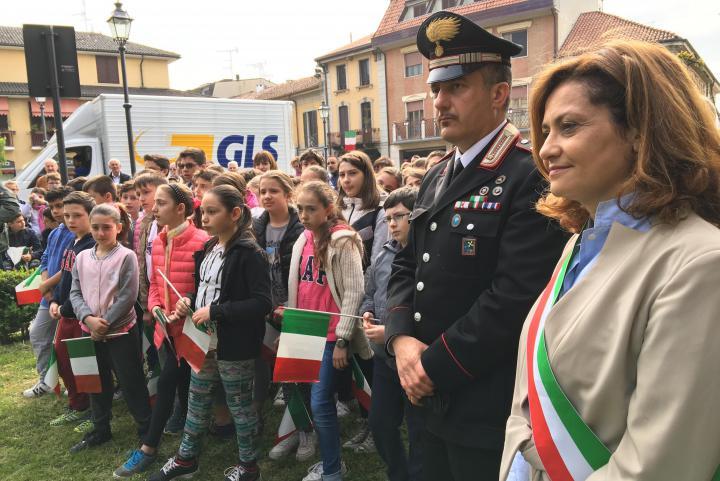 Il sindaco di Noviglio Nadia Verduci ha voluto essere presente alla cerimonia per testimoniare l'adesione della propria comunità