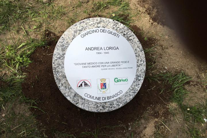 Il cippo dedicato ad Andrea Loriga