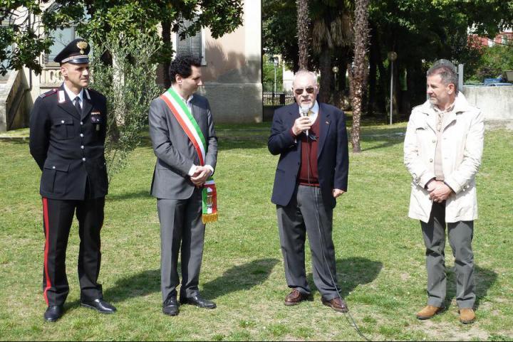 Da sx: il vicecomandante dei Carabinieri Giorgio Dalrì, l'assessore Stefano Miori, il console onorario di Armenia Pietro Kuciukian e il dirigente scolastico Maurizio Caproni