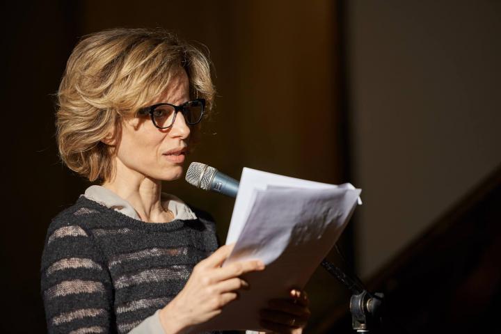 L'attrice Sonia Bergamasco legge brani tratti dai testi delle Giuste onorate