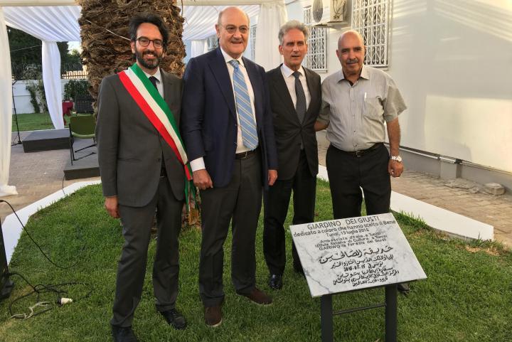 Il Presidente del Consiglio comunale di Milano Lamberto Bertolé, Gabriele Nissim, S.E. Raimondo De Cardona e il premio Nobel Abdessatar Ben Moussa