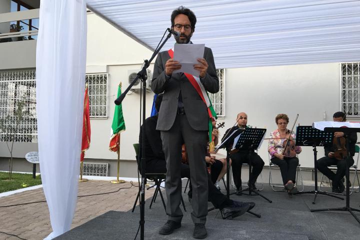 Lamberto Bertolè legge il messaggio della madre del giovane Faraaz Hussein