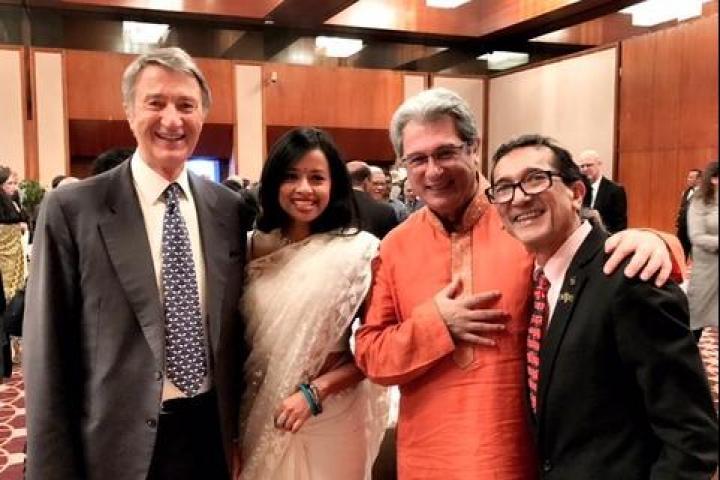 Emilio Barbarani,  l' ambaciatore Mario Palma, Akku Chowdhury e sua moglie Monica