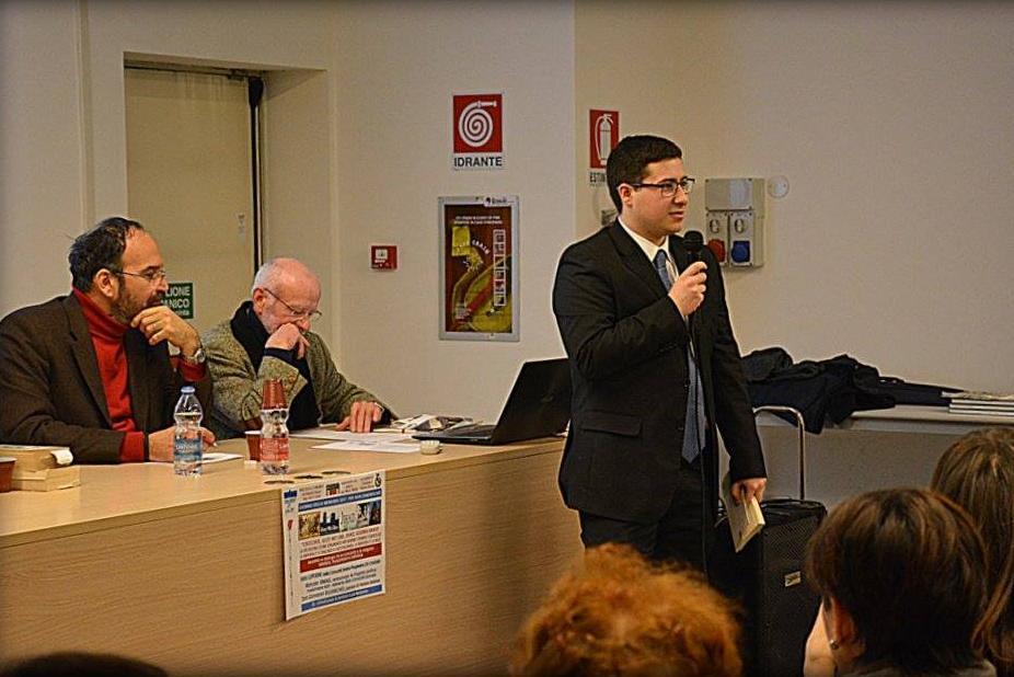 Il consigliere comunale Marco Longoni durante l'incontro interculturale e interreligioso con i cittadini.