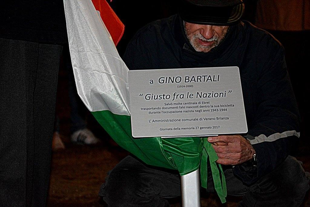 La targa dedicata a Gino Bartali.