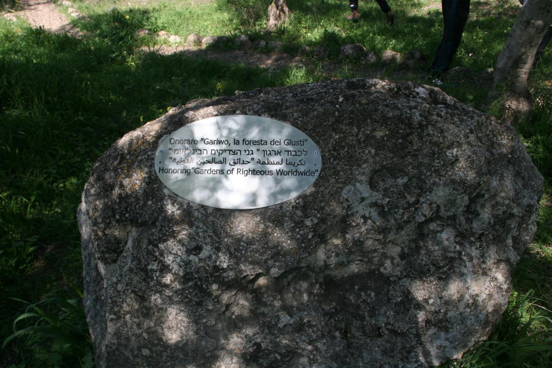 Il cippo dedicato a Gariwo