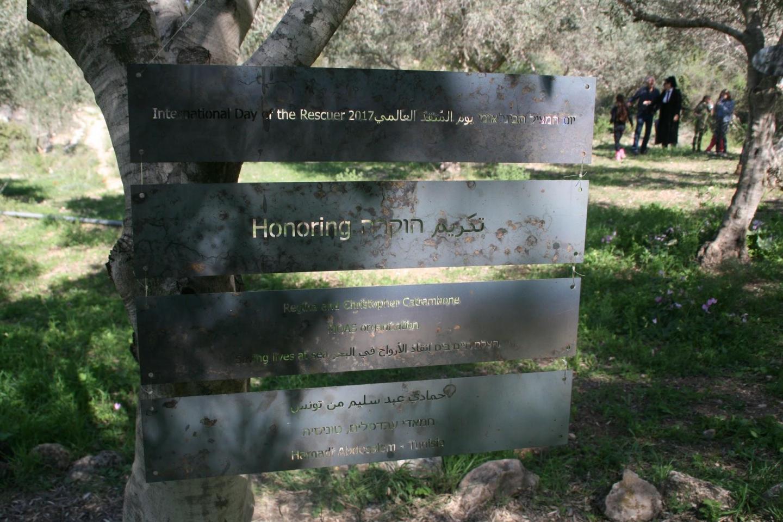 Le targhe in onore di MOAS e Hamadi ben Abdesslem