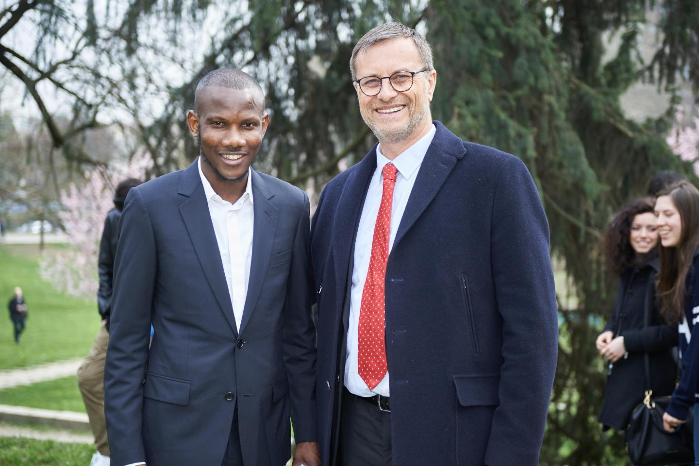 Lassana Bathily con il Console generale di Francia Olivier Brochet