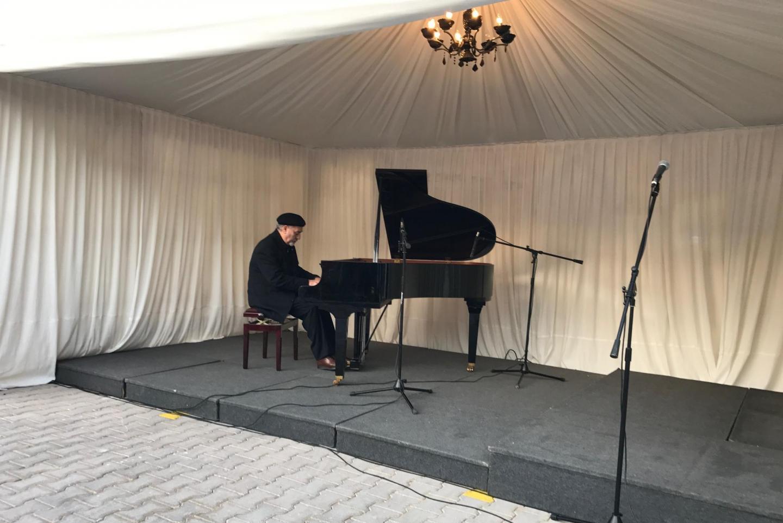 Gaetano Liguori al pianoforte