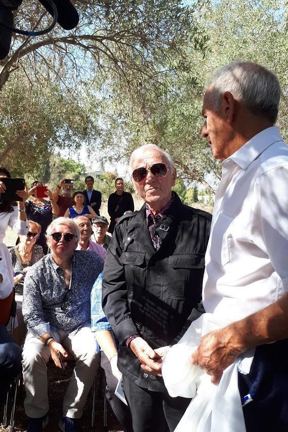 Yair Auron e Charles Aznavour,  cantautore e diplomatico francese di origine armena