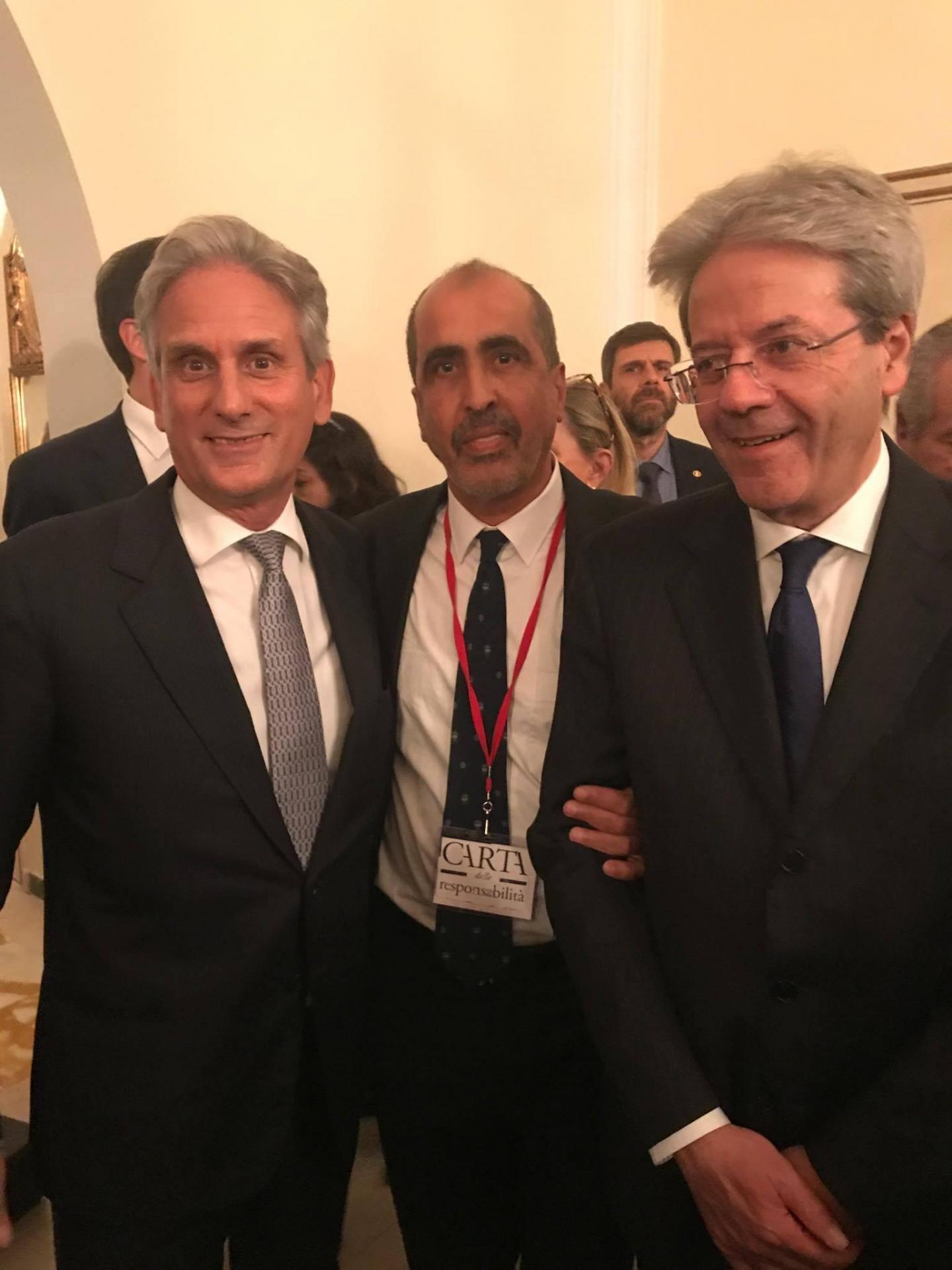 L'Ambasciatore d'Italia a Tunisi Raimondo De Cardona con Hamadi ben Abdesslem e il Presidente Paolo Gentiloni