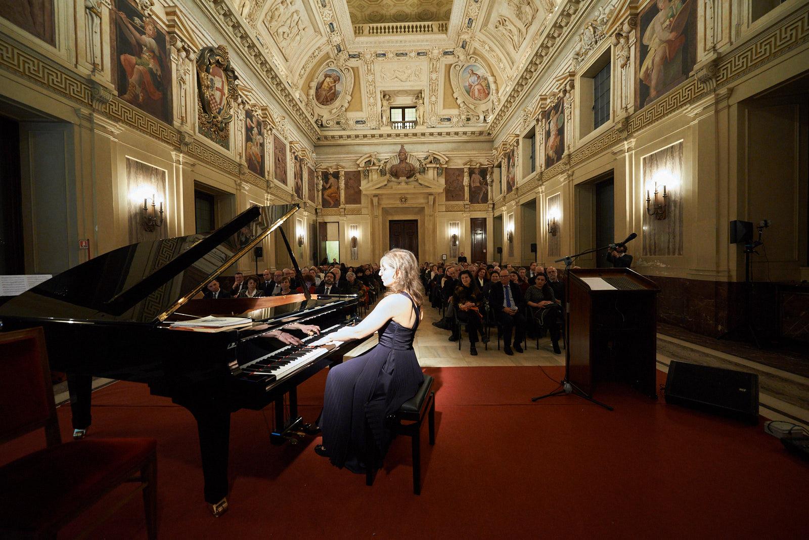 il concerto a Palazzo Marino dedicato ai Giusti. Nella foto, la pianista Ani Martirosyan