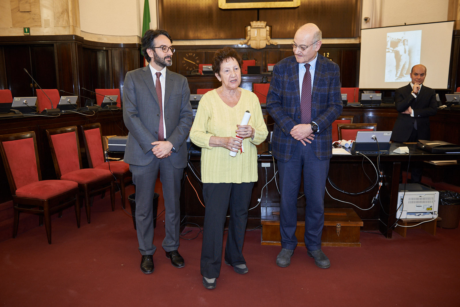 Marilena Dossena ritira la pergamena per Corrado Bonfantini