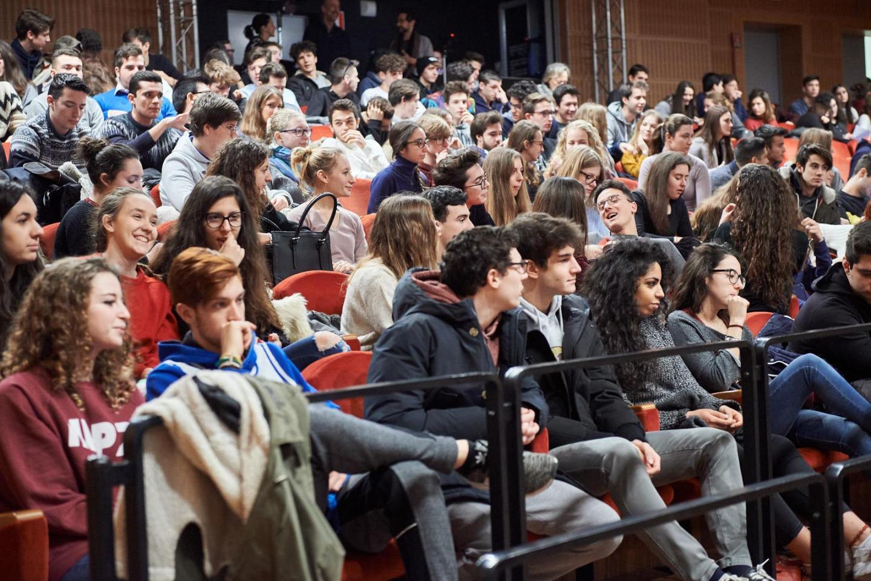 Alcuni degli studenti che hanno preso parte all'iniziativa.