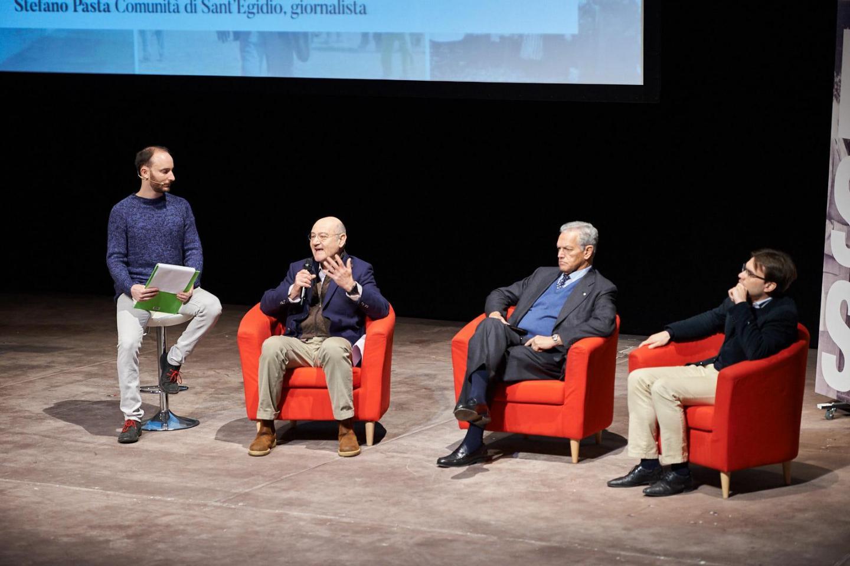 sul palco, Gabriele Nissim, Roberto Jarach e Stefano Pasta.