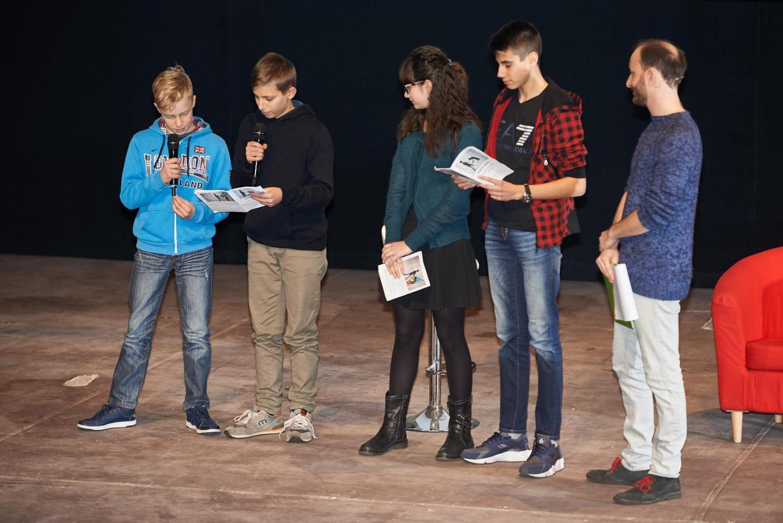 Gli studenti della scuola media Salvador Allende di Paderno Dugnano, Federico Pacifico e Martina Pezzetti della 3D e Andrea Pengo e Giovanni Sfregola della 3E.