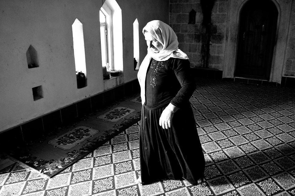 Donna yazida nel villaggio di Baadra