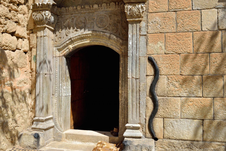 Porta del tempio di Lalish