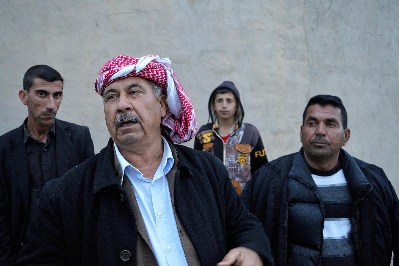 Uomini yazidi nel villaggio di Beristek