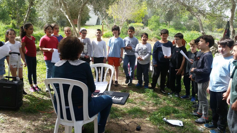 Il coro della scuola primaria di Neve Shalom - Wahat Al-Salam