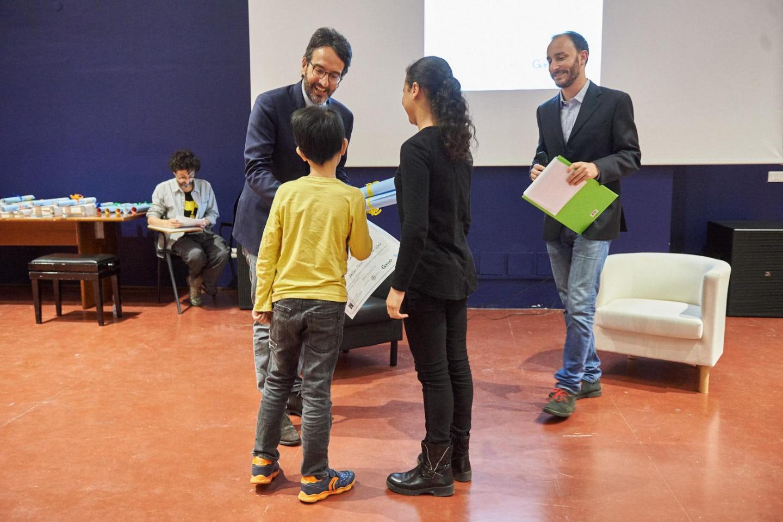 Lamberto Bertolè premia la V B dell'Istituto Cadorna di Milano