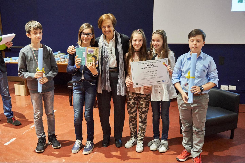 Anna Maria Samuelli premia la V C dell'Istituto di Barlassina (MB)