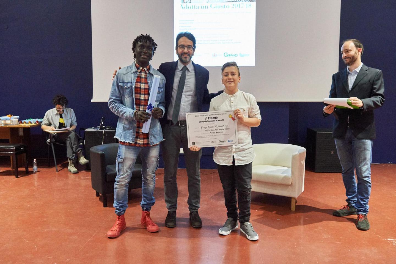 Lamberto Bertolè premia la II D dell'I.C. Rogasi di Pozzallo (RG)