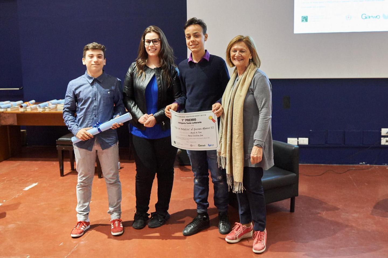 Franca Schiavon premia la III B dell'I.C. Rita Levi Montalcini di Spezzano Albanese (CS)