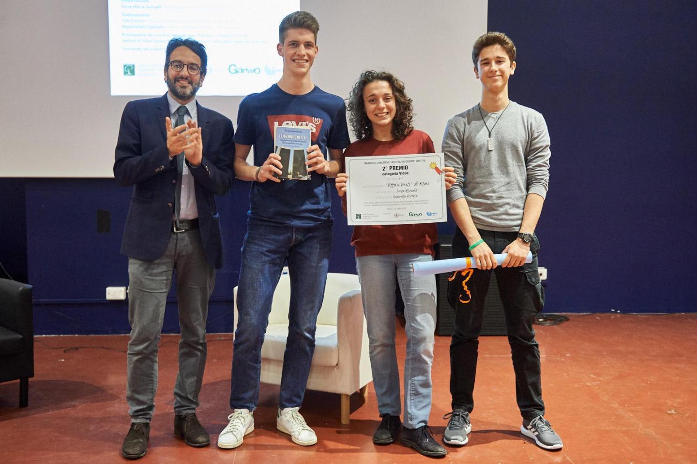 Lamberto Bertolè premia la IV I del liceo scientifico Vittorio Veneto di Milano