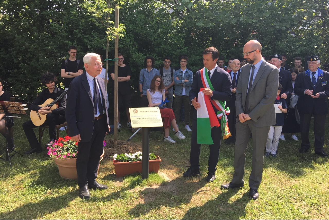 con Agopik Manoukian, già Presidente dell'Unione Armeni d'Italia per Armin T. Wegner.
