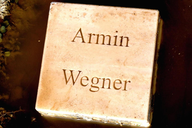 Il cippo per Armin Wegner