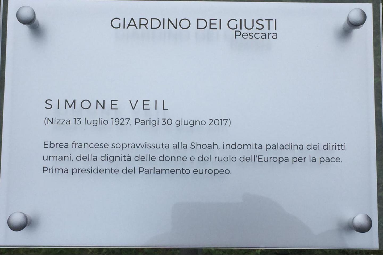 La targa dedicata a Simone Veil