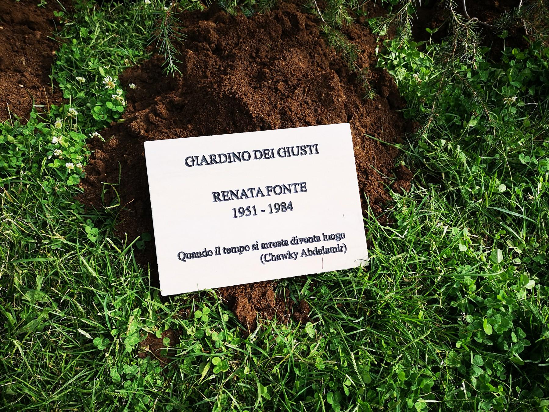 Ai piedi dell'Albero dei Giusti la dedica a Renata Fonte